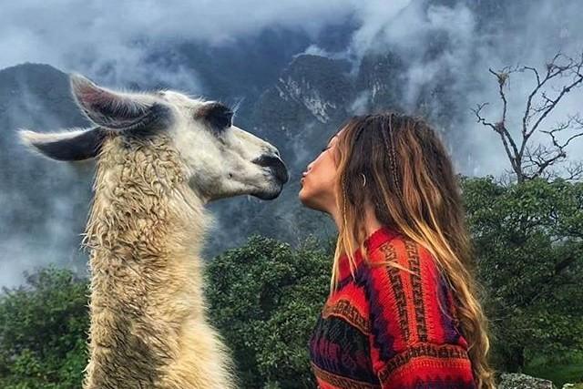 a kiss in machu picchu