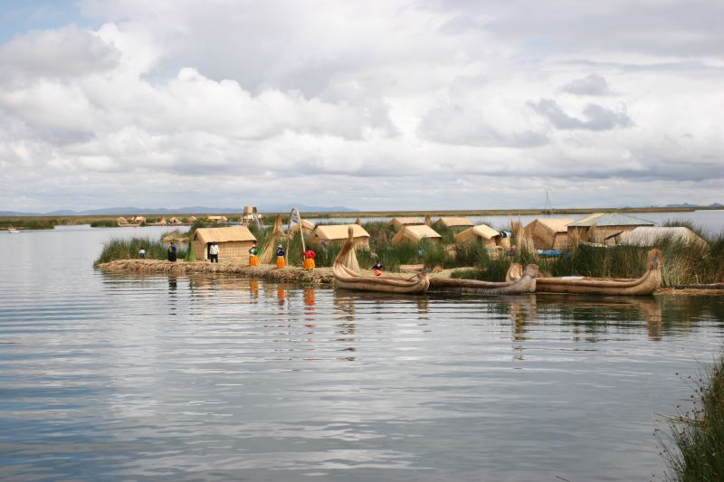 navigating uros islands
